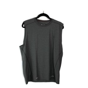 Under Armour XL fitted sleeveless gray